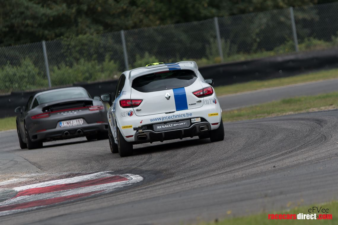 clio-4-cup-race-car-for-sale