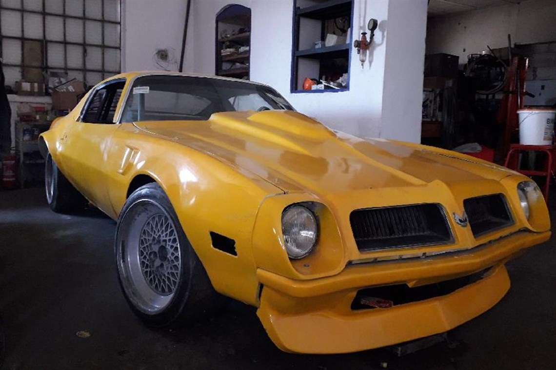 1975-pontiac-firebird-with-720-bhp-donovan-en
