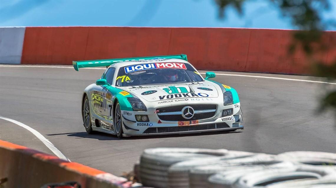 Mercedes sls amg gt3 race car for Mercedes benz car racing games
