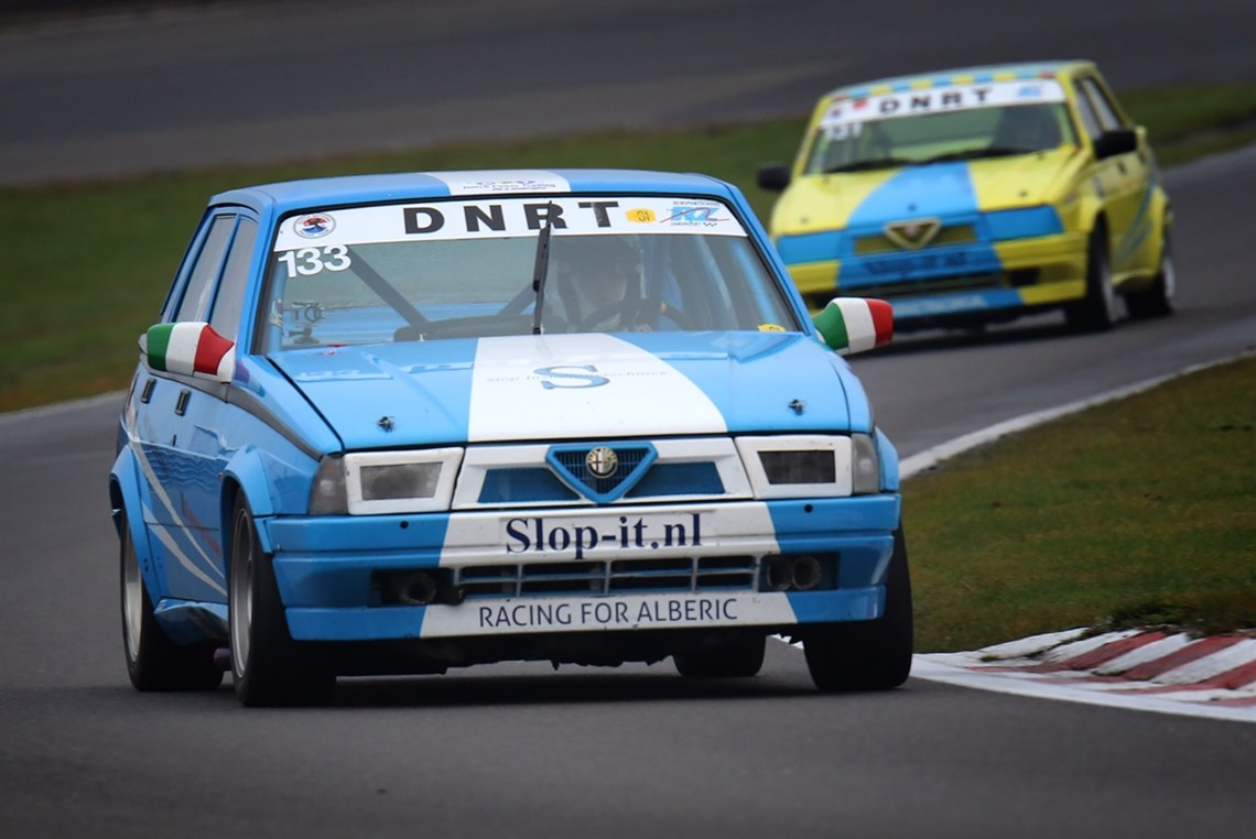 Racecarsdirect.com - Alfa Romeo 75 Turbo race car