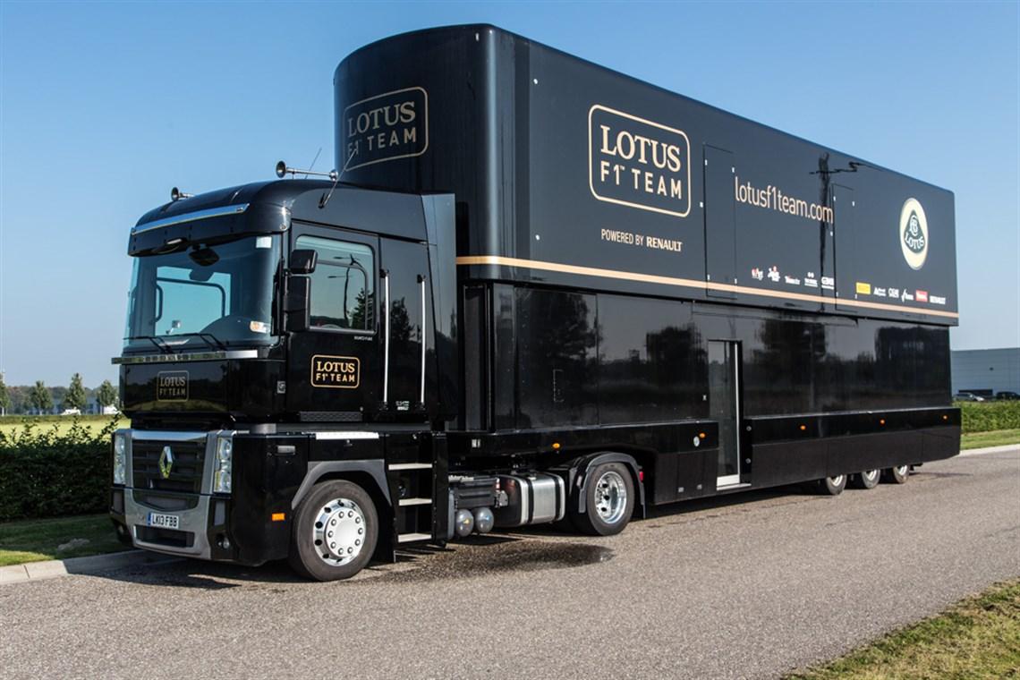 Racecarsdirect.com - Lotus F1 Team pump-up racetrailer