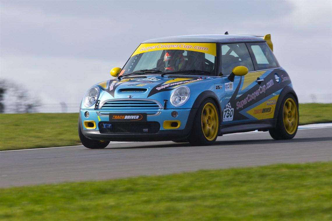 Racecarsdirect.com - Super Cooper Cup MINI R53 & R50 Racing