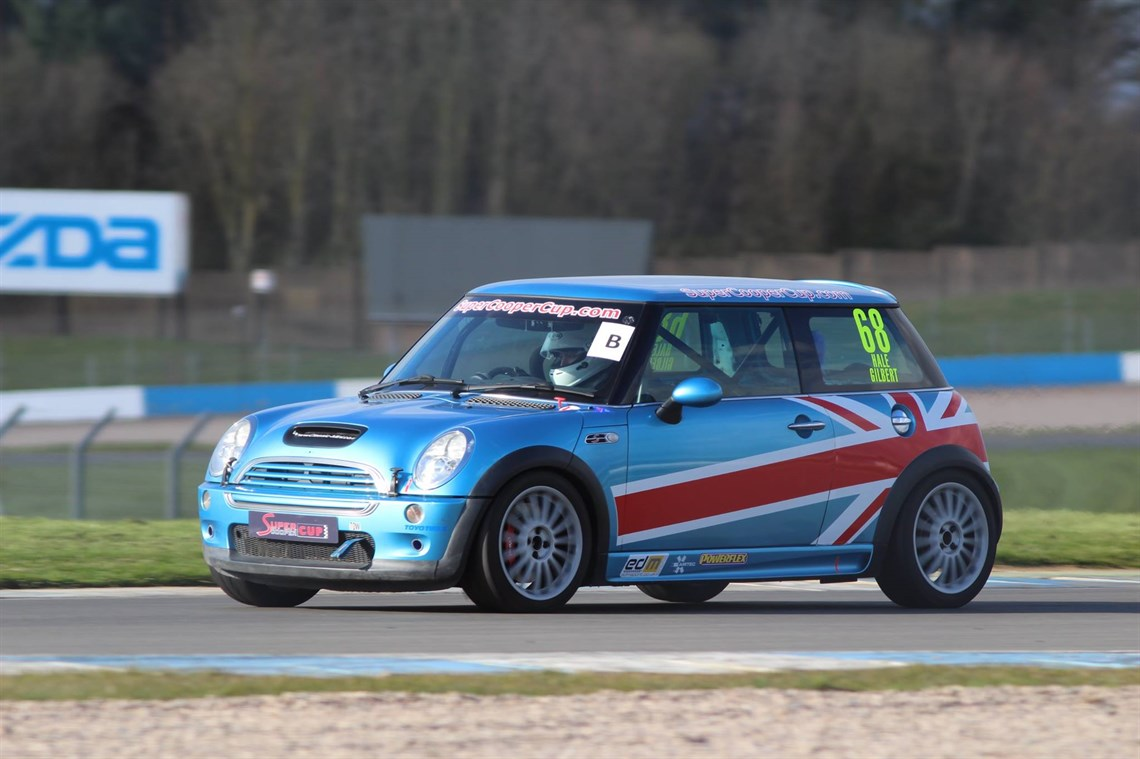 Racecarsdirect.com - Super Cooper Cup MINI R53 & R50 Racing