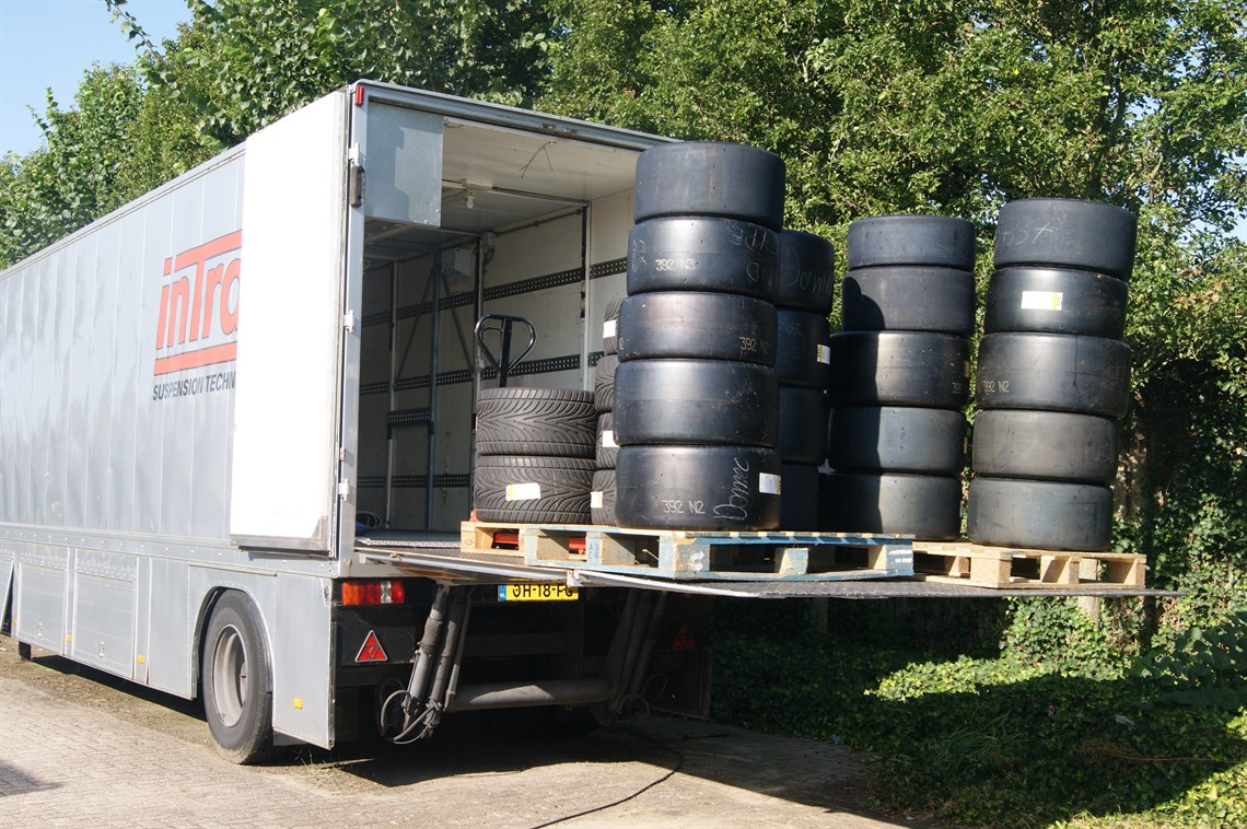 Hydraulic Lift Trailers Sales : Racecarsdirect race trailer with hydraulic lift