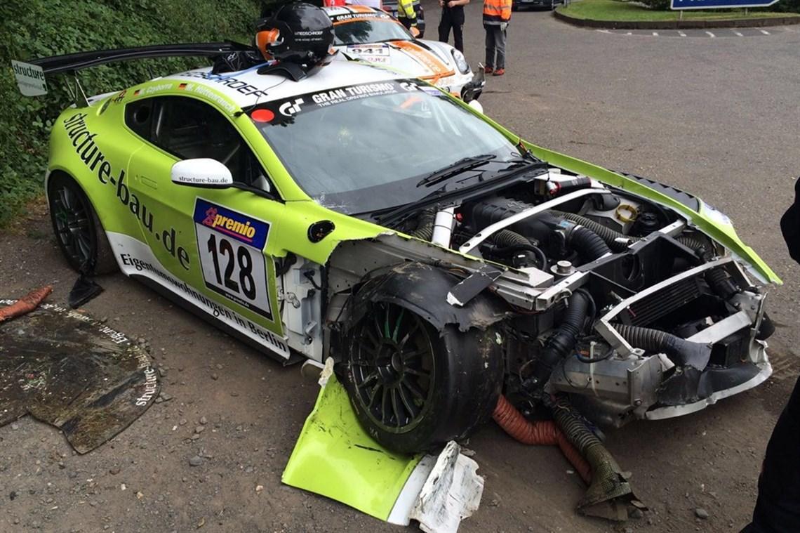 Racecarsdirect Com Aston Martin Vantage Crashed Car Huge Sparepackage
