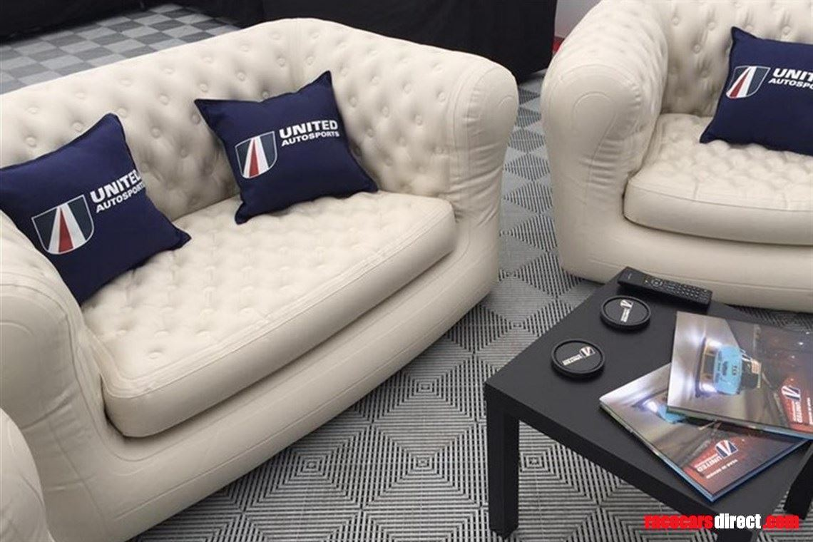 hospitality-sofas---inflatable-chesterfield