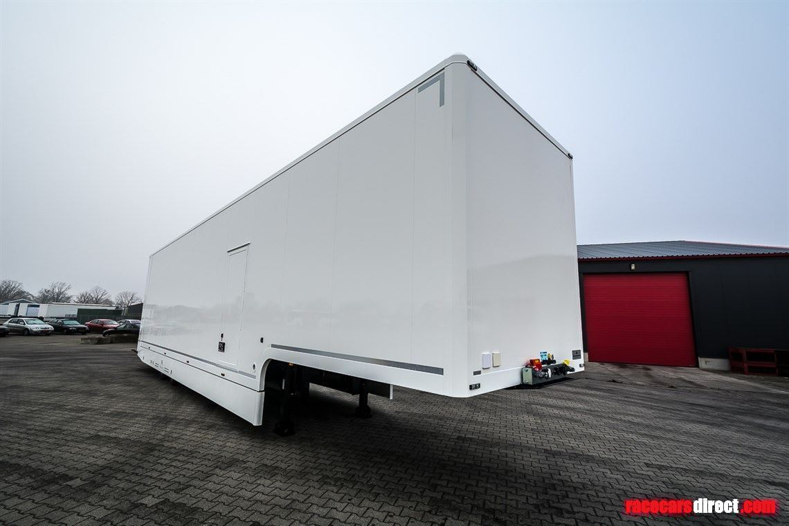 new-racetrailer-including-2nd-deck-and-luxury