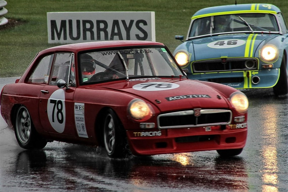 Racecarsdirect.com - Costello MGB GT V8 Race Car
