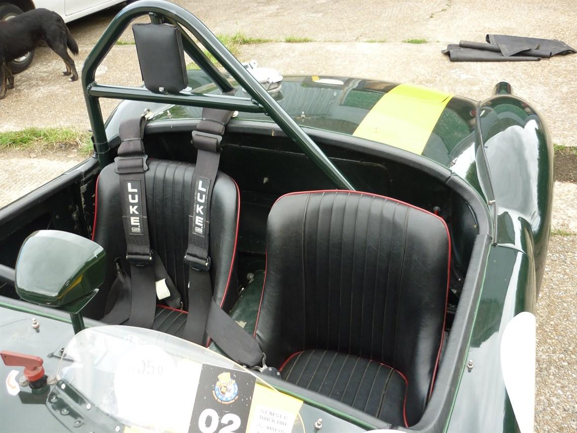 Racecarsdirect.com - MGA Racecar