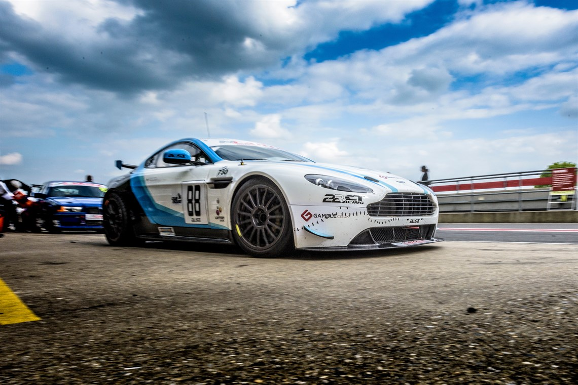 racecarsdirect - aston martin vantage gt4