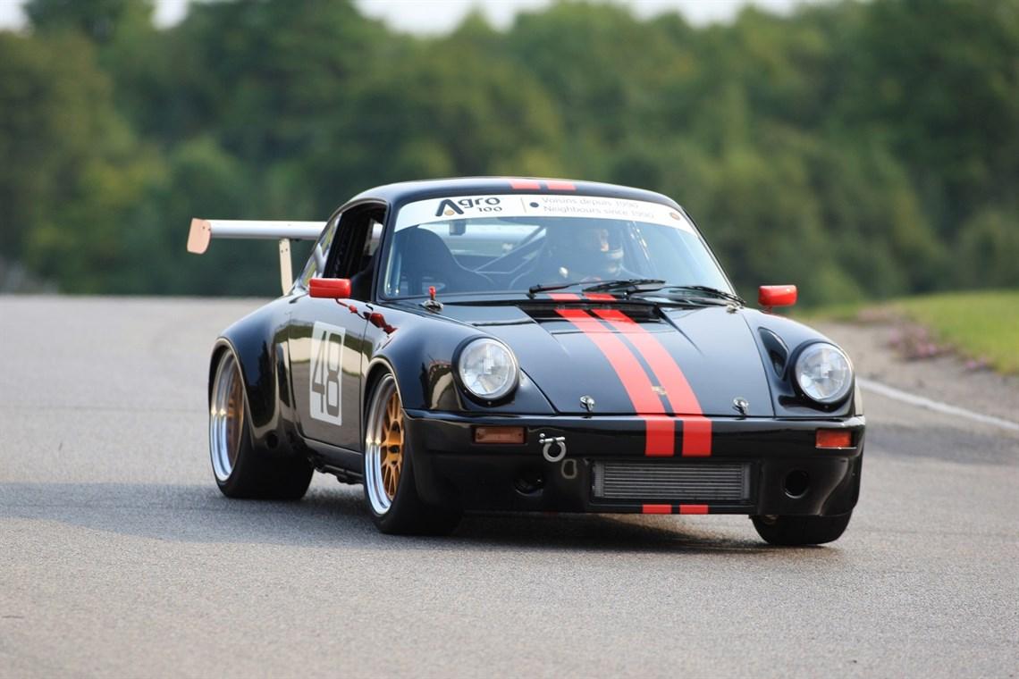 porsche 911 race car