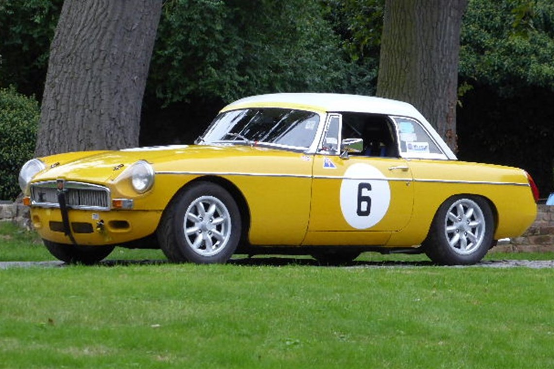 Racecarsdirect.com - MGB Race Car
