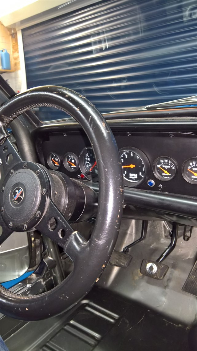 GT350R dash with Autometer guages.