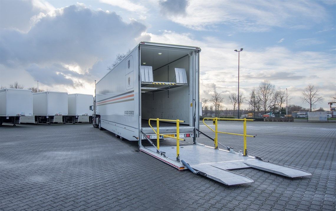 race-trailer-with-office-and-adjustable-2nd-d