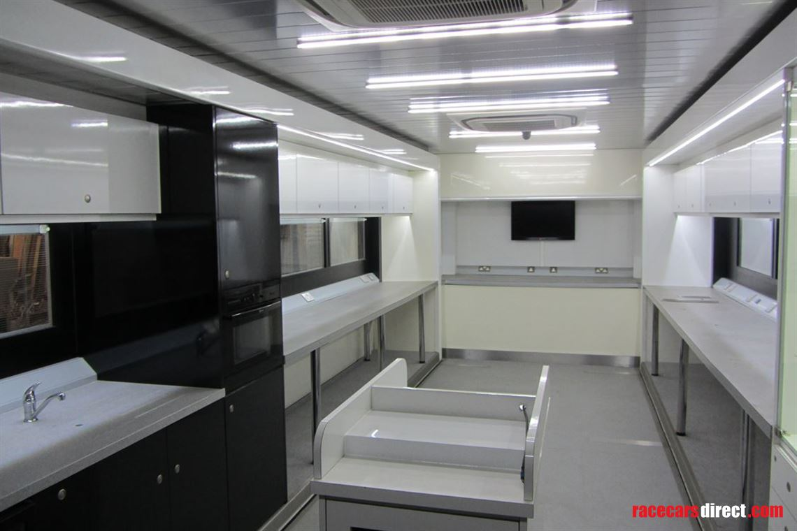 mercedes-hospitalityoffice-double-podded-unit