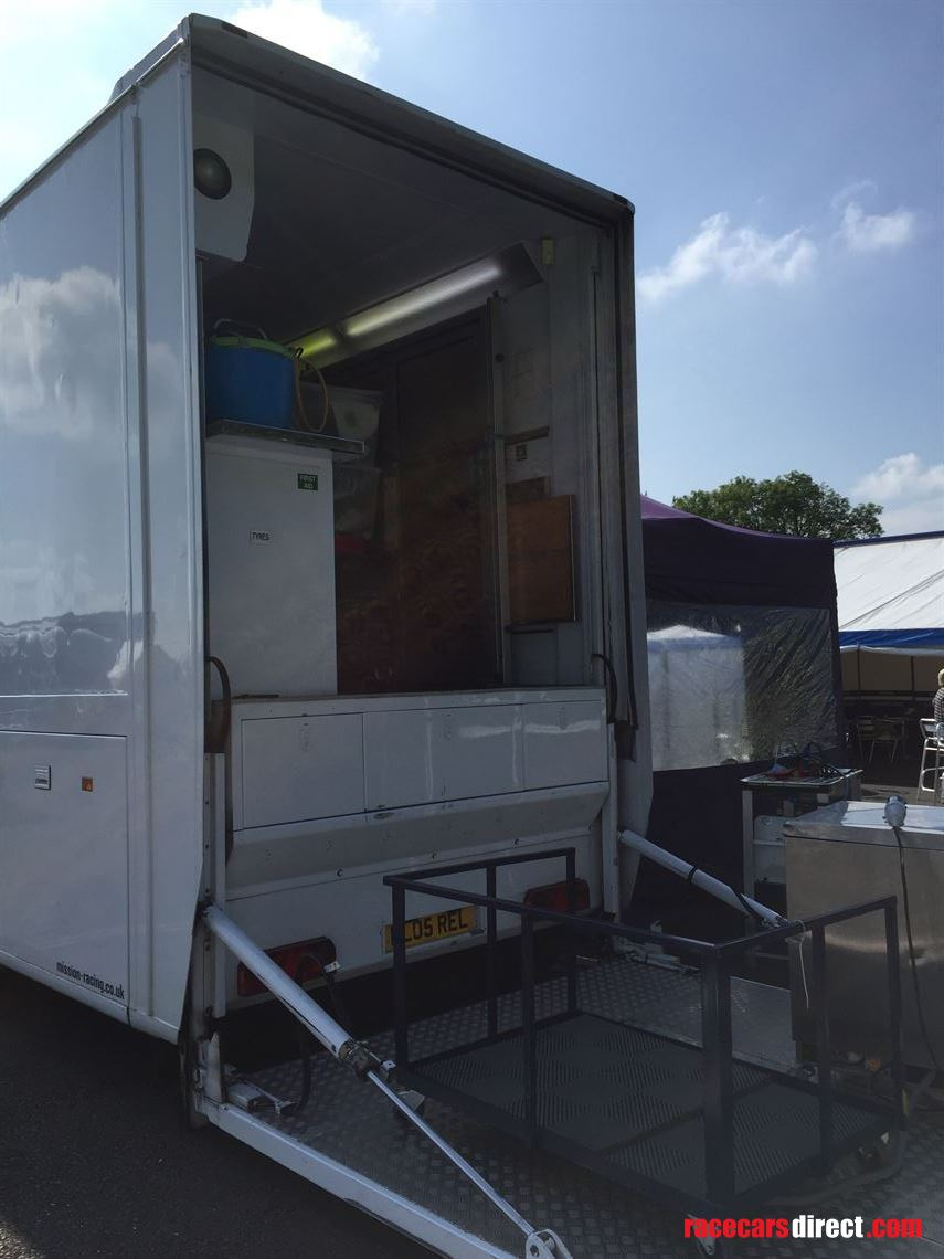 ex-williams-f1-race-trailer-and-renault-magnu