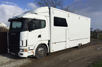 scania-18t-rigid-transporter-with-living-hopk